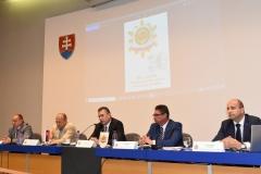 Zľava: podpredseda OZP v SR Igor Rohár, poradca ministra vnútra SR Jaroslav Spišiak, minister vnútra SR Roman Mikulec, predseda OZP v SR Pavol Paračka, podpredseda OZP v SR Marián Mikula