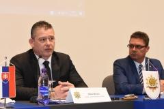 Zľava: minister vnútra SR Roman Mikulec, predseda OZP v SR Pavol Paračka
