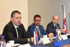 Zľava: minister vnútra SR Roman Mikulec, predseda OZP v SR Pavol Paračka, podpredseda OZP v SR Marián Mikula